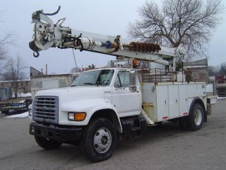 1999 Ford Digger Derrick F800 Financing Available photo