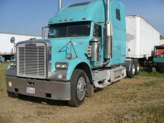 1995 Freightliner Classic Condo Tandem Axle Semi Truck photo