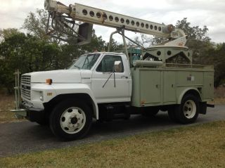 1991 Ford F600 Bucket Utility photo