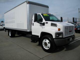 2005 Gmc C7500 24 Ft Box Truck photo