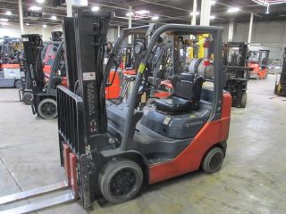 2009 Toyota 8fgcu25 5,  000 Lb Capacity Forklift.  3 Stage Mast 189 In Lift photo