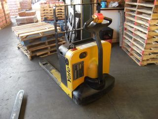 Yale Electric Pallet Jack photo