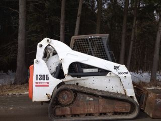 2004 Bobcat T300 Compact Track Loader Heat Ac Cab photo