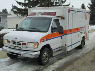 2002 Ford E - 450 Diesel Ambulance - Emergency Vehicle photo