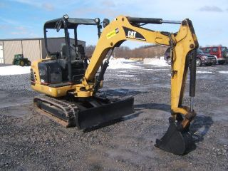 Cat 302.  5 Excavator photo