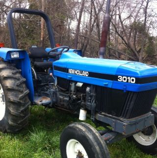 Ford Newholland 3010 S Tractor.  Great Tractor Low Reserve photo