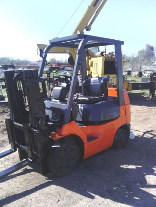 Toyota 5000lb Forklift photo