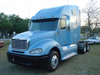 2008 Freightliner Columbia photo