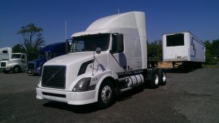 2004 Volvo Vnl photo