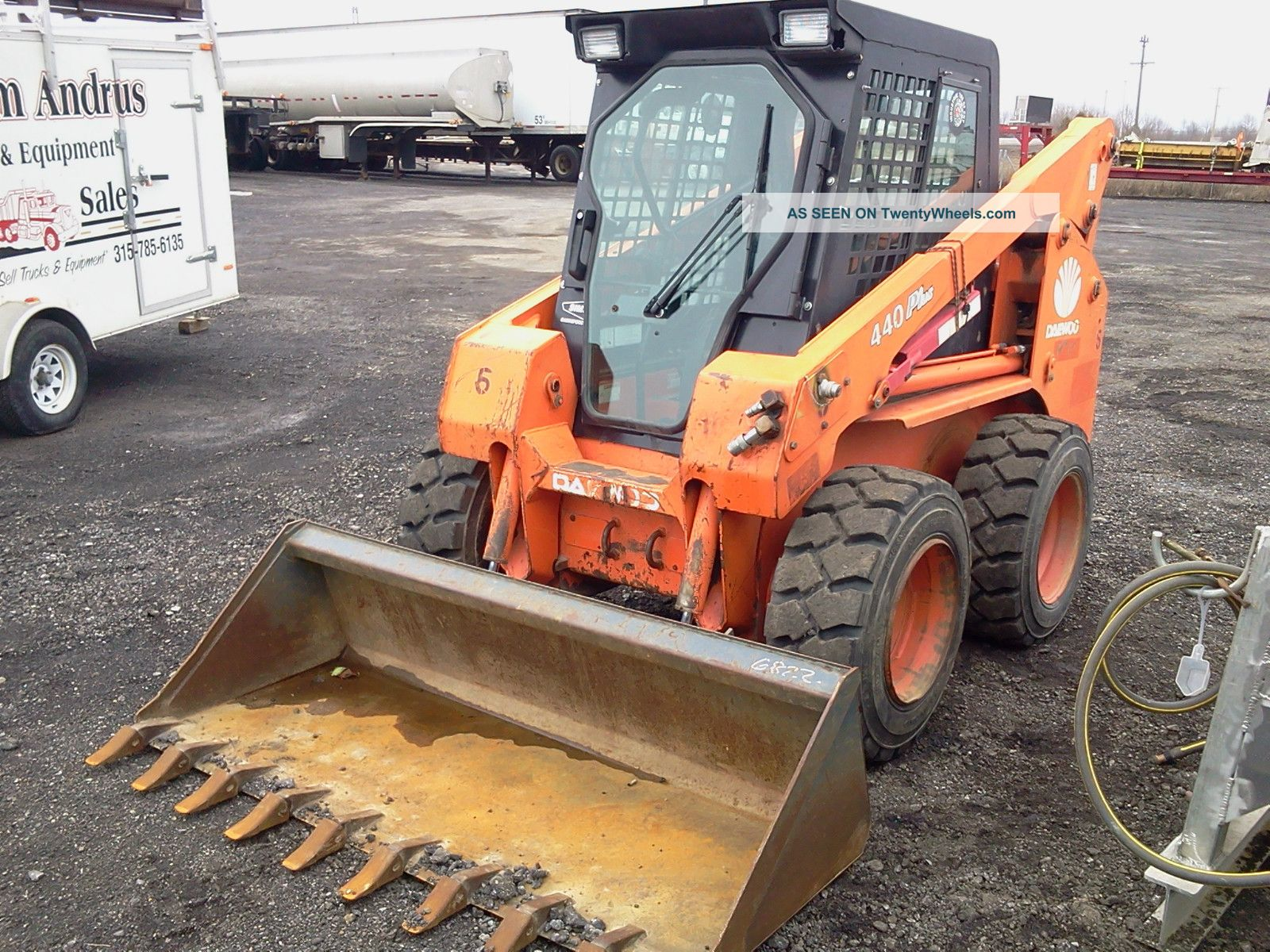 2005 Daewoo 440 Plus With 3 Attachments Skid Steer Loaders photo
