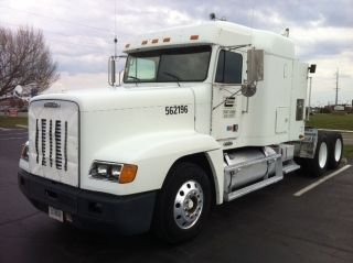2001 Freightliner Fld 120 photo