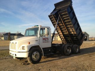 2001 Freightliner Fl70 Dump Truck photo