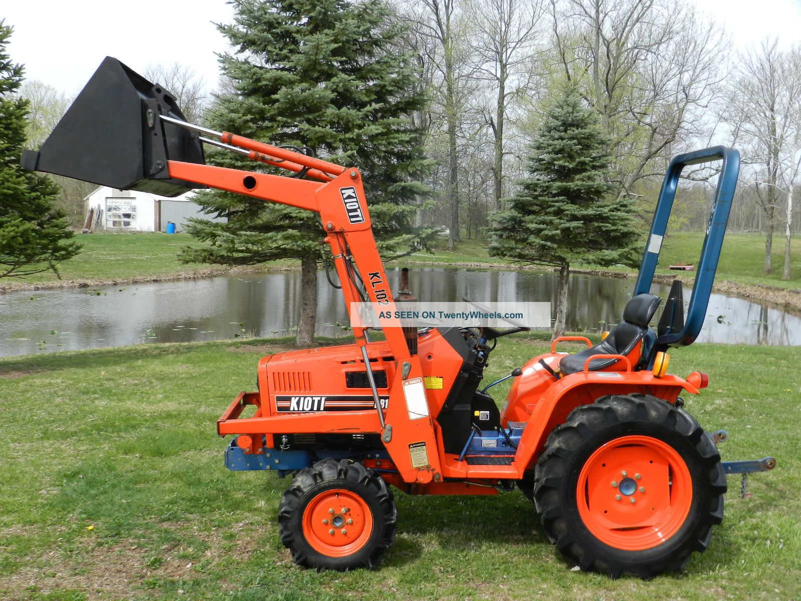 Small Tractors With Loaders : Kioti b compact tractor front hydraulic loader