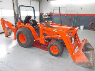 Kubota B9200 Tractor Loader Backhoe 4x4 photo