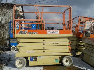 Jlg 3246e2 Electric Scissor Lift Aerial Work Platform Genie Skyjack photo