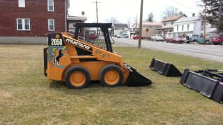 Mustang 2050 Skid Steer Loader photo