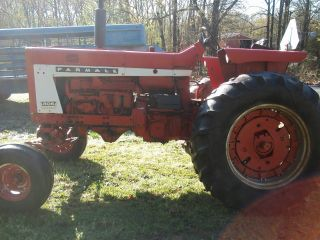 806 International Farm Tractor photo