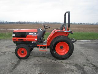 Kubota L3010 Hst 4wd Tractor photo