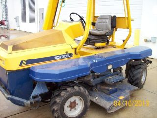 Excel Utr 9400 Tractor With Mower Diesel Engine 61 photo