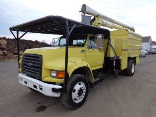 1998 Ford F800 Bucket Boom Chipper Dump Truck photo