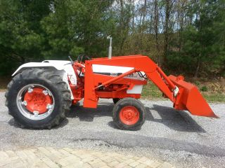 Case 995 Tractor W/ Loader photo