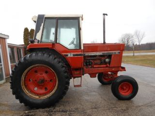 Ih Farmall 1086 Diesel Tractor - Late Red Stripe Model photo