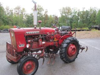 International Farmall 140 Tractor W/cultivators photo