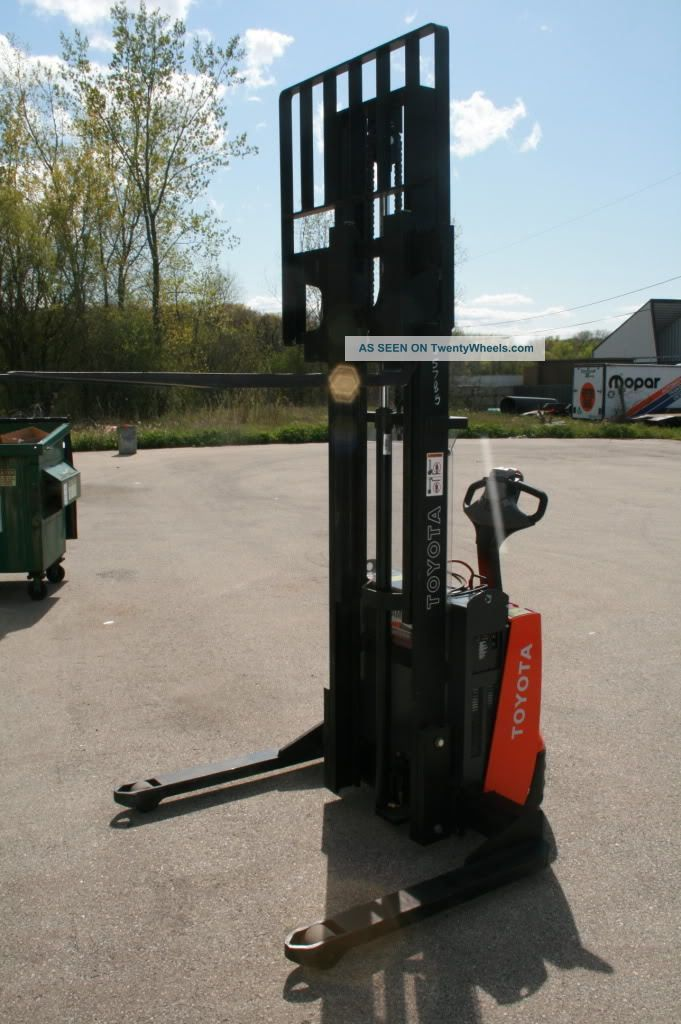 Toyota Electric Walkie Straddle Stacker 7bws13 2500lbs 51 Hours Like Forklifts & Other Lifts photo