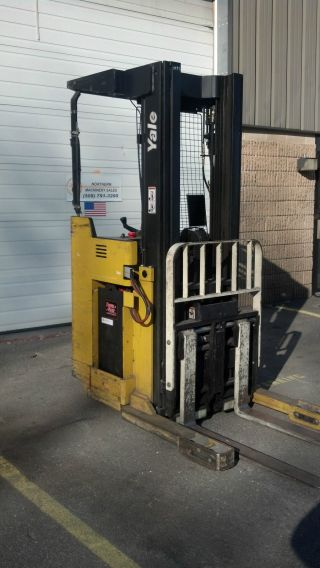 Yale Aisle Lift 3500lb Model Nro35ad W Side Shift,  Reach,  And Charger photo