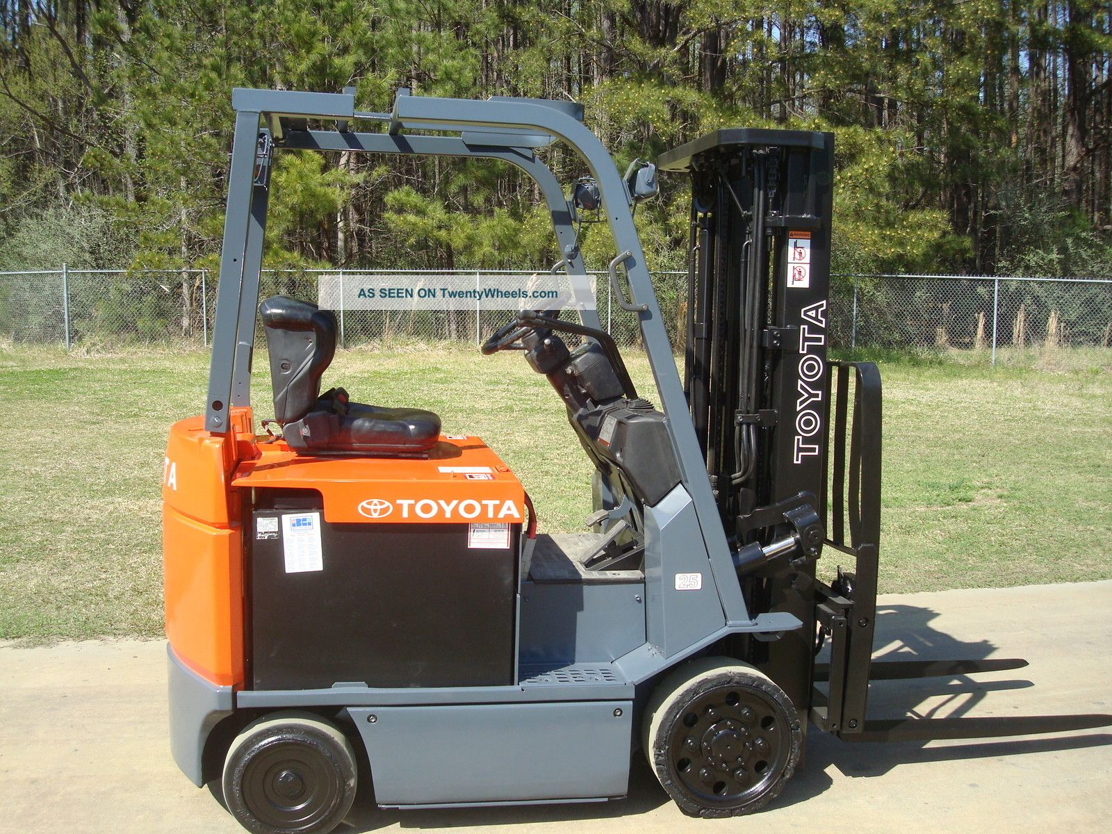 2009 Toyota 7fbcu25 Electric 36 Volt Forklift Truck & 100% Reconditioned Battery Forklifts & Other Lifts photo