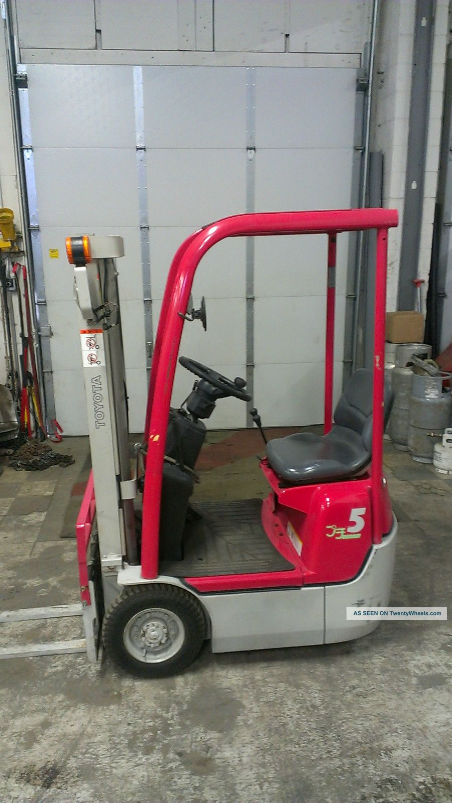 Ultra Compact Toyota 1000lb Pneumatic Tire Forklift Forklifts & Other Lifts photo
