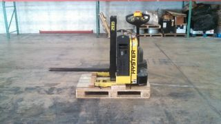 Hyster W40z Pallet Jack Carpet Pole Paper Roll Pole Mini Mast photo