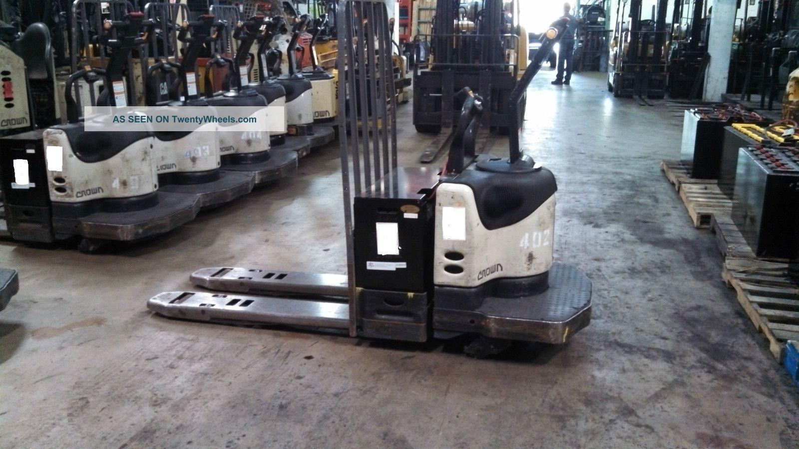 Crown Pallet Jack Rider Pallet Jack Pe4000 Forklifts & Other Lifts photo