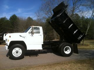 1992 Ford F800 photo