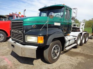 1997 Mack Cl713 Daycab Heavy Hauler Lowboy Truck photo