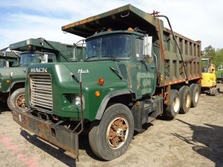 1994 Mack Dm690s 17ft Steel Dump Truck photo