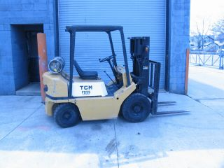 Tcm Fg25 Pneumatic Tire Forklift Triple Mast photo
