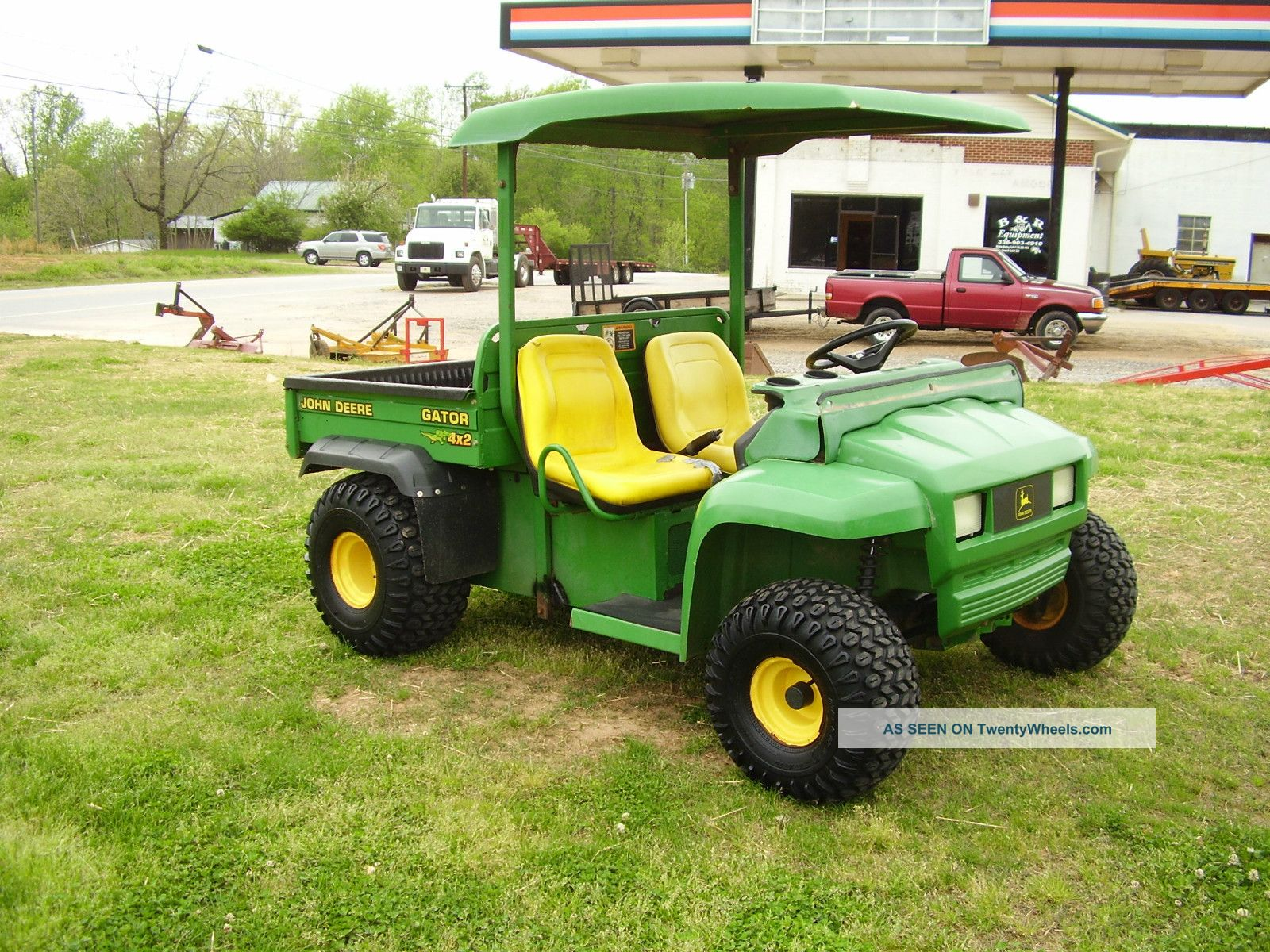 John Deere 4 X 2 Gator Runs Good Tractors photo