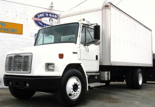 2001 Freightliner Fl70 photo