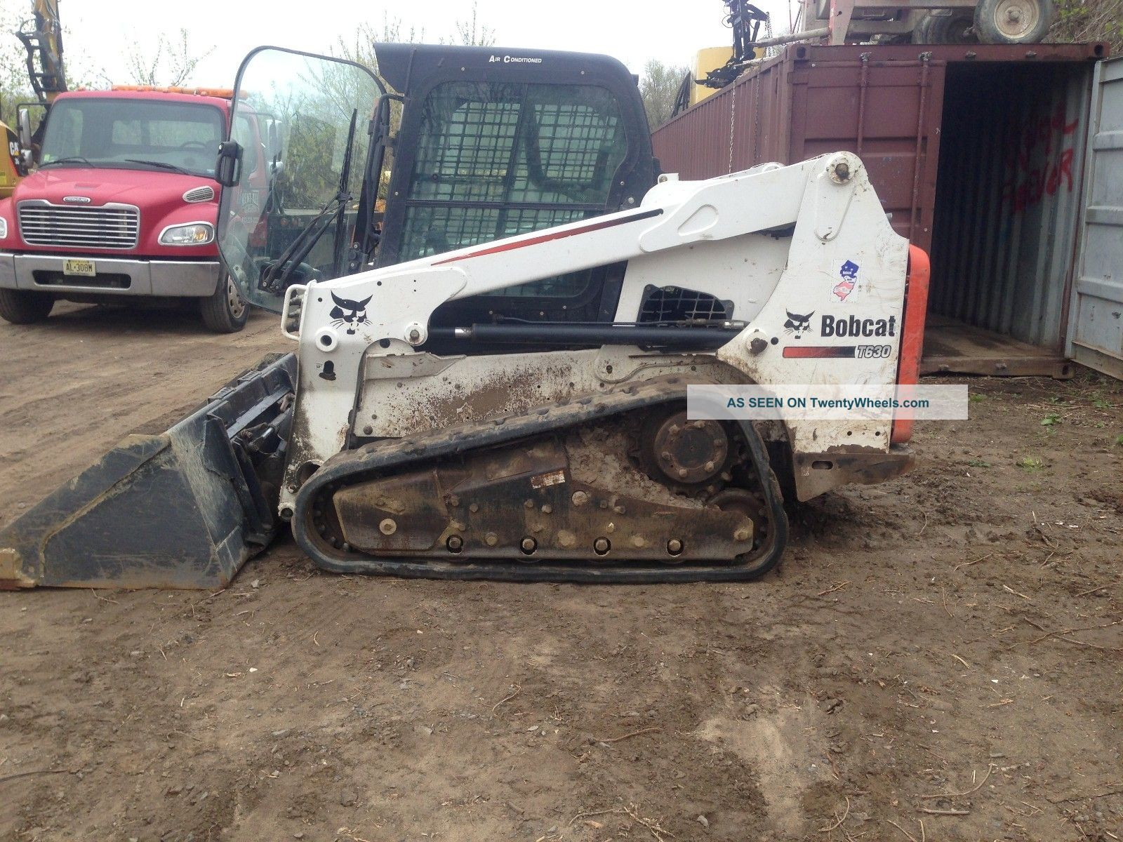 Bobcat T630 Track Skid Steer Skid Steer Loaders photo