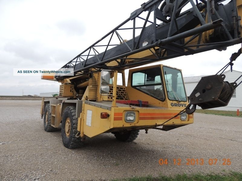 22 Ton Grove At420 Hydraulic All Terrain Crane.  Grove Crane.  2 Axle Carrier, Cranes photo