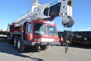 80 Ton Grove Tm870e Hydraulic Truck Crane.  Grove Truck Crane.  5 Axle Carrier, photo