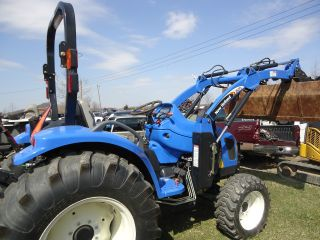 10 - 11 3040 Holland Compact Tractor 600 Hours Low Loader 4x4 Boomer photo
