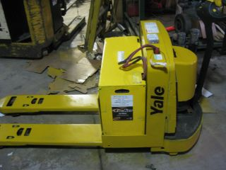 2007 Yale Mpw060 Electric Pallet Jack - 6,  000 Lift Capacity - Built In Charger photo