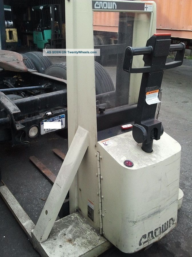 Crown 20mt 2000lb Capacity Forklift