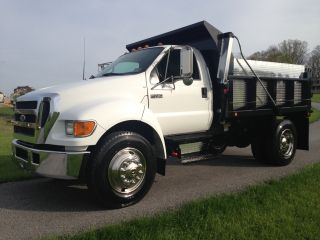 2005 Ford F750 photo