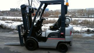 2006 Nissan Pneumatic Tire 2500lb Lpg Forklift photo