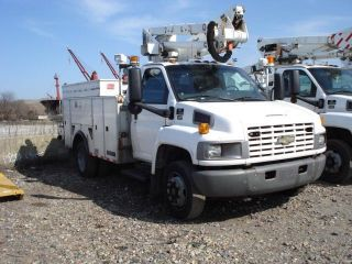 2004 Chevrolet C5500 Altec 42ft Bucket Truck Turbo Diesel photo