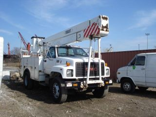 2001 Gmc 7500 Versalift Bucket Boom Truck Diesel photo