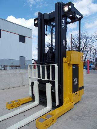 Yale Nr040ae Stand Up Reach Truck Narrow Aisle Forktruck Fork Forklift Hilo photo